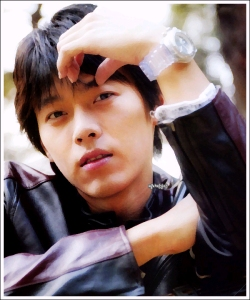 Hyun Bin Photo #1 (2005)/ asiandb price: US$9.98
